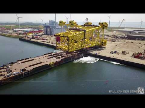 Load out on Heerema barge H-541