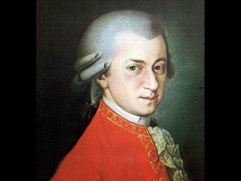 Mozarts Symphony no 40  1st movement