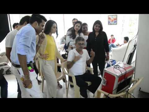 Karisma Kapoor on sets NEW