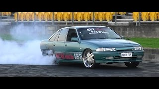 MONSTER V8 COMMODORE BURNOUT AT SYDNEY DRAGWAY 26.7.2015