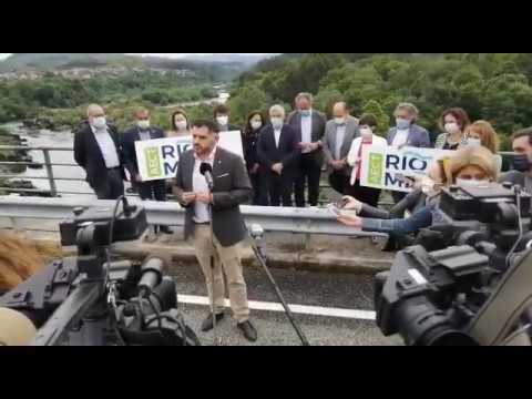 Los alcaldes de ambos lados del río Miño celebraron en el puente internacional de Arbo