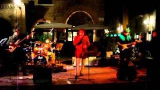 traver band piazza concordia nov 2010 Funky but chic