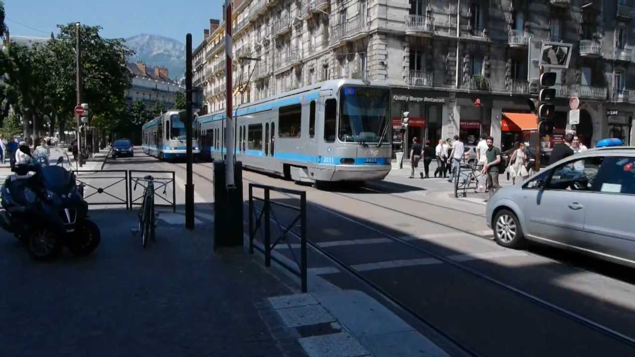 grenoble station tramways victor hugo youtube. Black Bedroom Furniture Sets. Home Design Ideas