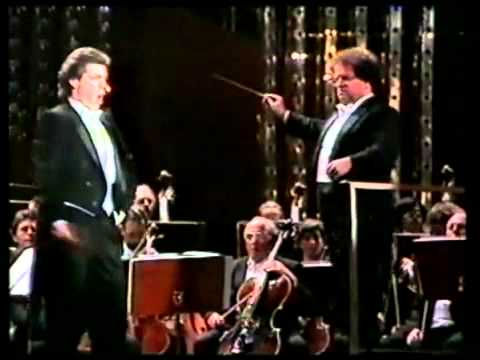 Thomas Hampson - Largo al factotum (Il barbiere di Siviglia) 1986.flv