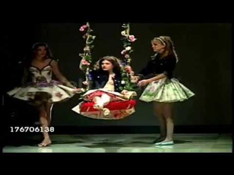 Carla Bruni Catwalk Versace Spring Summer Milan 1992 1996 Youtube