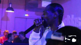 """Snoop Dogg performs """"Vapors"""" freestyle at Paris afterparty"""