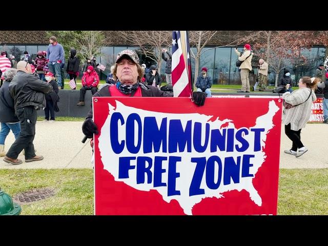 Tom 打出清除共产主义的横幅 畅谈NO CCP
