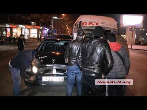Новости-N: Видео новости-N: В Николаеве Мерседес пытались унести с дороги на руках