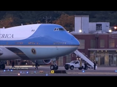 President Obama Boards Air Force 1 & Departs Seattle