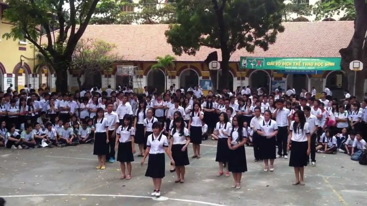 Flashmob 11B14 Marie Curie High School (2011-2014) - YouTube