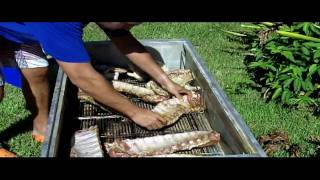 How to Roast a Whole Chicken | Cooking Chicken and Ribs con La Caja China