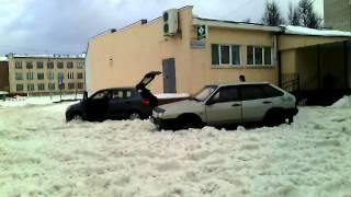 Чтобы не завязнуть в снегу, берите тапки!