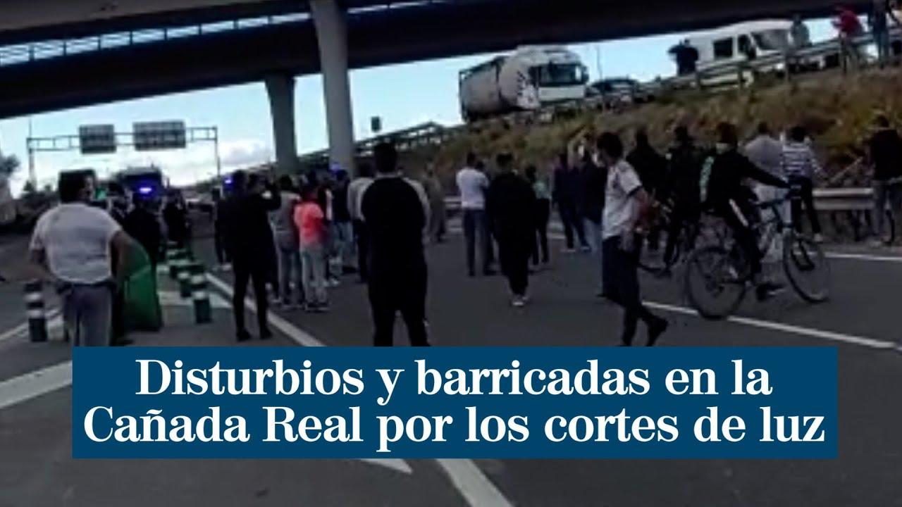 Disturbios y barricadas en la Cañada Real por los cortes de luz en un  centenar de infraviviendas | Madrid