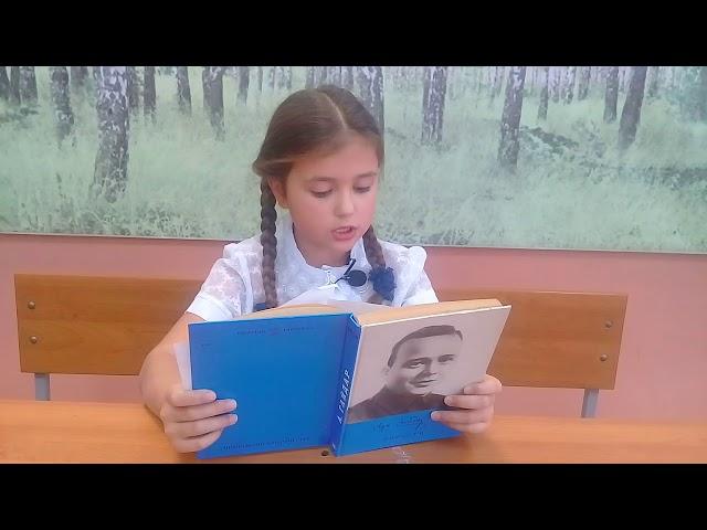 Изображение предпросмотра прочтения – ПолинаМакарова читает отрывок изпроизведения «Тимур и его команда» АркадияПетровичаГайдара