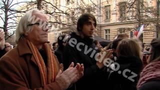 ČR - Praha - 17. listopad 2016 - demonstrace - Albertov - Václavské náměstí - cinkání klíči