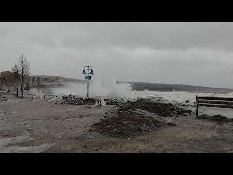 Lake Superior winter storm waves, Duluth, MN - 4/14/2018