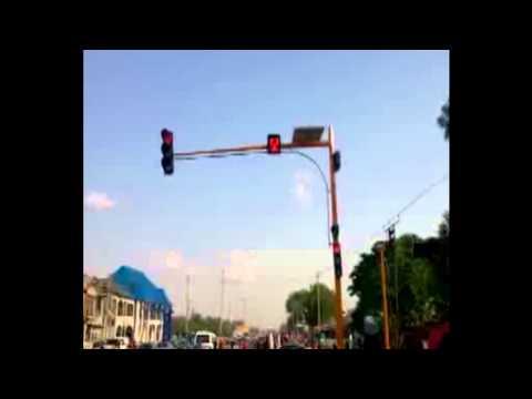 solar powered traffic light