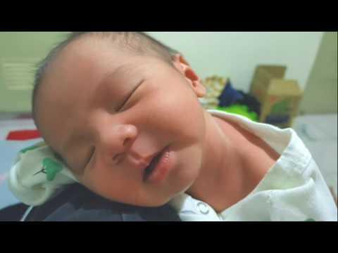 #嬰兒可愛短片 #新生兒 #嬰兒睡覺 #baby #baby Sleeping 【生活短片】媽媽肩上的幸福!!