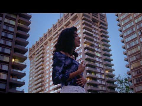 Смотреть клип Daniela Andrade - Gallo Pinto