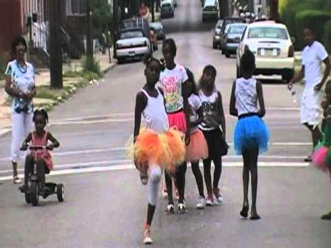 the intro 101 lil miss swagger.. niya & the diva girls...