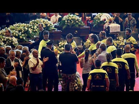 إيطاليا تشيع ضحايا جسر جنوة بجنازة رسمية وسط رفض البعض من ذويهم الحضور…  - نشر قبل 4 ساعة