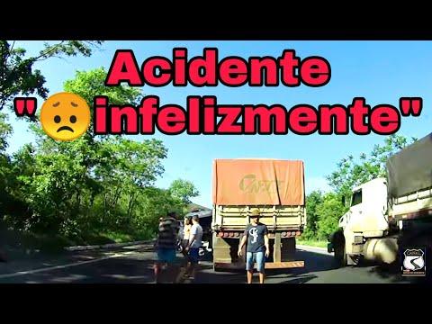 Carretas batidas na rodovia mudam o foco do vídeo, acidente na BR-242,