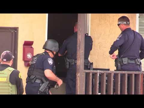 El Cajon: Police Do Forced Entry on a Wanted Felon 11282017