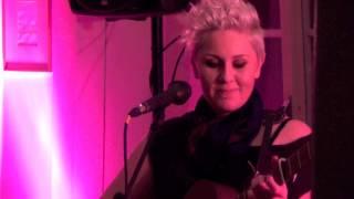 Grainne Hunt sings