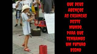 Muito lindo! Artista de rua da show tocando violino! Essa menina toca despacito