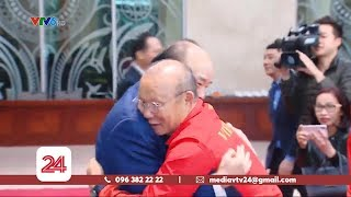 Thủ tướng Nguyễn Xuân Phúc chúc mừng 2 đội tuyển bóng đá Việt Nam | VTV24