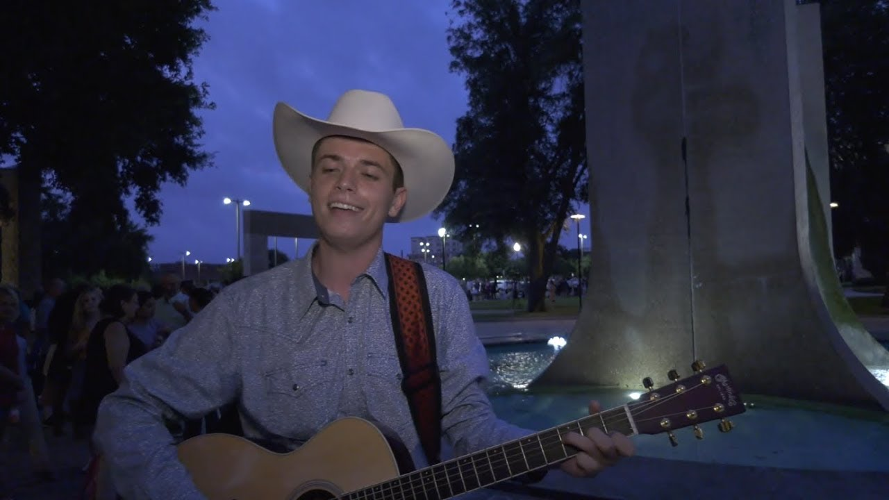 Hopefuls audition for American Idol in Waco