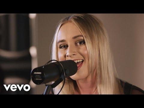 Melanie Dyer - This Kiss