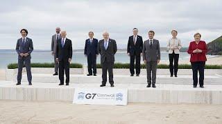 """Sommet du G7  : les dirigeants posent pour la traditionnelle """"photo de famille"""""""