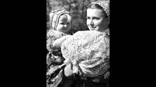 Alenka Debnárová - Nič sa mi nepáči; Keby ste vedeli (Slovak Folk Songs)