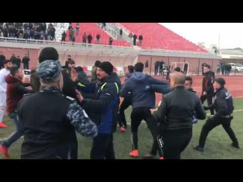 معركة طاحنة بين جماهير زاخو و كركوك اشترك فيها اللاعبون ايضا  في دوري كردستان لكرة القدم