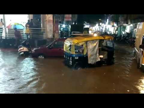 Heavy Rain in Chikepete, Bangalore... its like swimming pool for vehicles. .