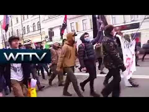 Ukraine: Protesters burn Russian flag, hurl eggs in Kiev RIOT!