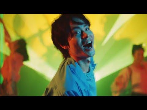 菅田将暉 JOYSOUND CM スチル画像。CM動画を再生できます。