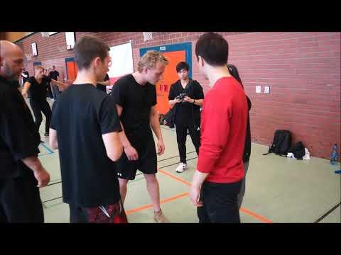 Stretch your knee  - DK Yoo in Nuremberg