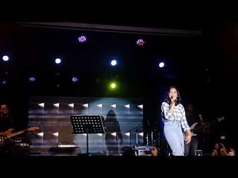 Free Download Marion Jola - Pupus, Firasat, Akhir Cerita Cinta (first Love 1 Anniversary Topscore Pasgar Makassar) Mp3 dan Mp4