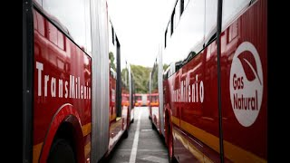 Bogotá estrenó flota de 99 buses de Transmilenio a gas