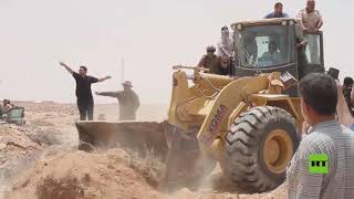 ليبيا.. رئيس حكومة الوحدة الوطنية عبدالحميد الدبيبة يقود جرافة ويفتح الطريق الساحلي