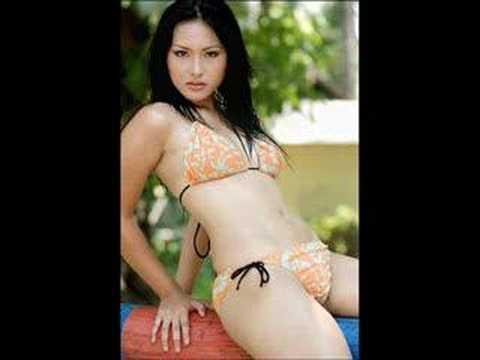 Model Indonesia Sexy Marlin Taroreh Beach Scenes