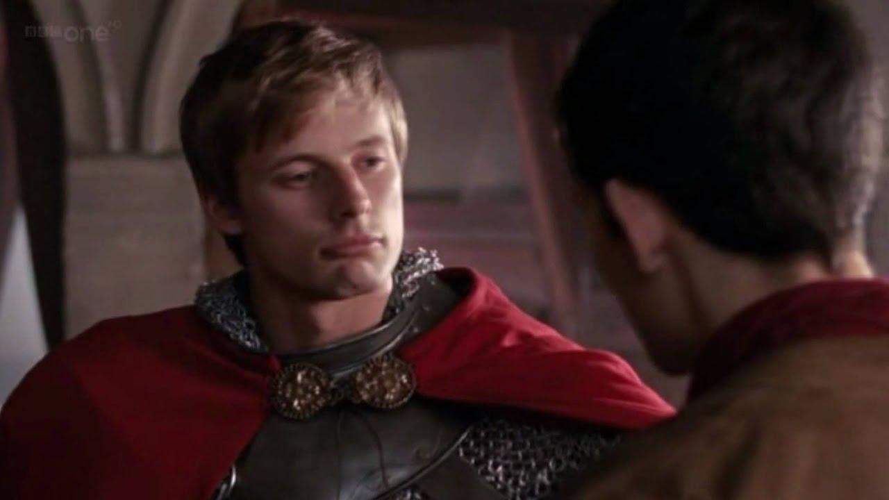 ♥ Arthur finally puckers up for a Merthur kiss   ? ♥