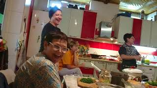 Русские женщины болеют за Хабиба Нурмагомедова