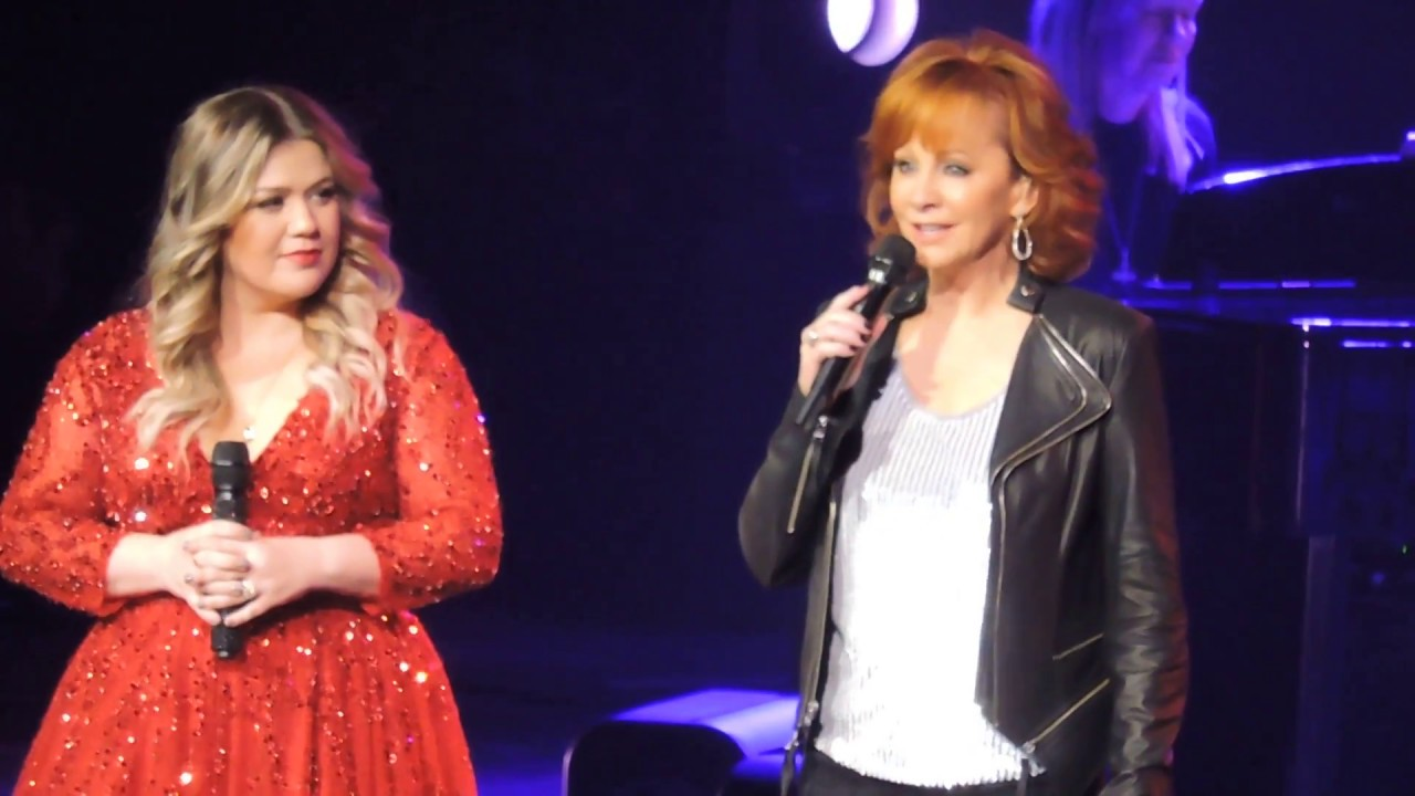 Reba joins Kelly Clarkson and Sings 3 Holiday Songs 20 ...