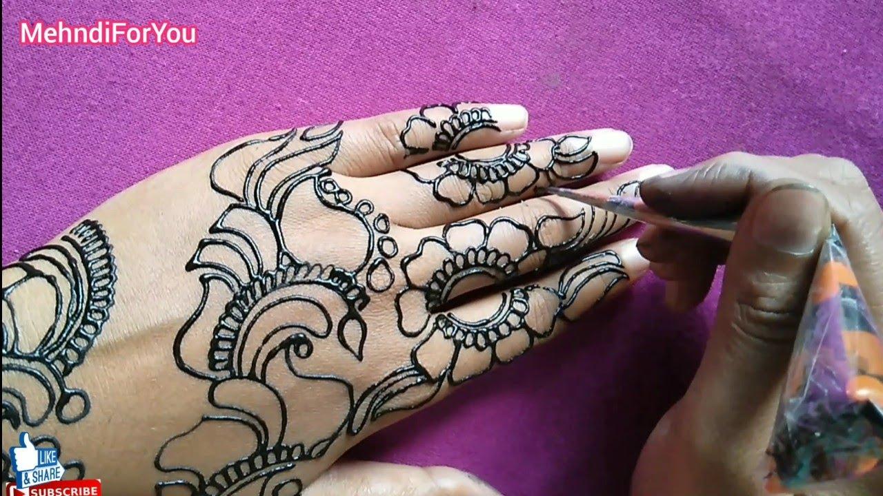 arabic mehndi design with black outline