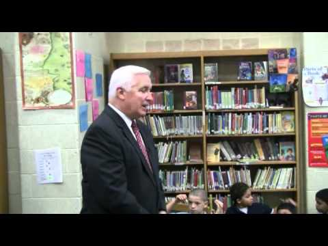 Gov. Tom Corbett takes questions from young reporters at Lincoln Charter School in York