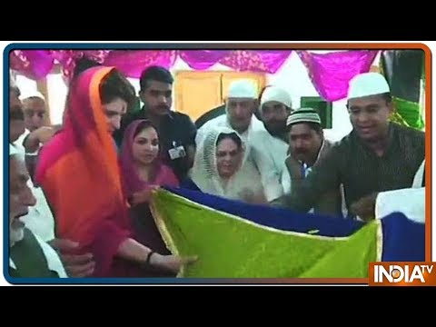 Congress Leader Priyanka Gandhi Offered Prayers At Khwaja Ismail Chishti Dargah indiatv