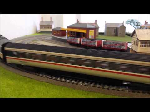 Lima Class 43 HST set with 3 mk3 coaches inc Pullman L S Lowry fair condition P88029